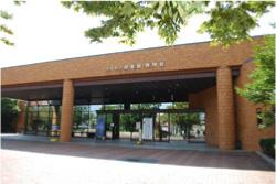 博物館には、図書館も併設しています。