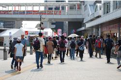 知多半田駅は、ウォーキング参加者、まつり客で混雑していました。参加されたみなさま、1日お疲れさまでした。