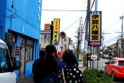 ここを曲がると、すぐに伊賀八幡宮が見えてきます。