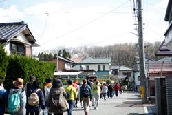 きれいな桜並木を惜しみつつ、多度神社へと向かいます。