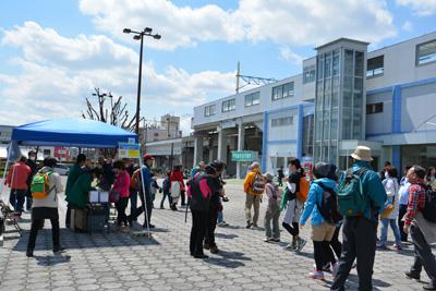 ゴールの新瀬戸駅に到着! 参加されたみなさま、お疲れ様でした。