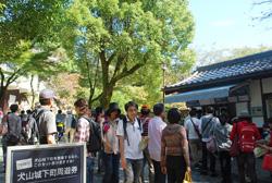 入場券を求める人も多く、大変賑わっていました。