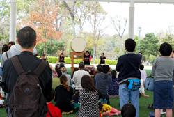 テント広場では和太鼓の演奏が行われていました。