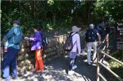 坂を上っていくと、窯垣の小径ギャラリー、資料館が見えてきます。