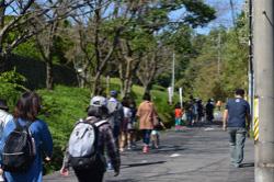 坂を上がっていくと、陶祖公園が見えてきます。