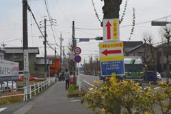 岩倉桜まつり会場はすぐそこ。ちょっとのぞいてみることに。