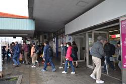 駅を出発し、受付会場の岡崎信用金庫本部へと向かいます。