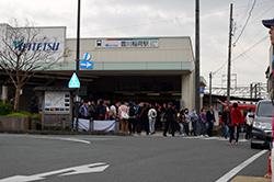 豊川稲荷駅に到着しました。さぁ出発です!