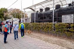 豊川市中央図書館を離れ、赤塚山公園に向かって進みます。